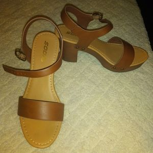 Stylish clog sandals! Perfect for fall! <3